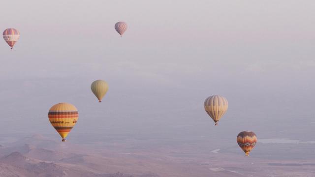 土耳其卡帕多西亚热气球浪漫风景插图1