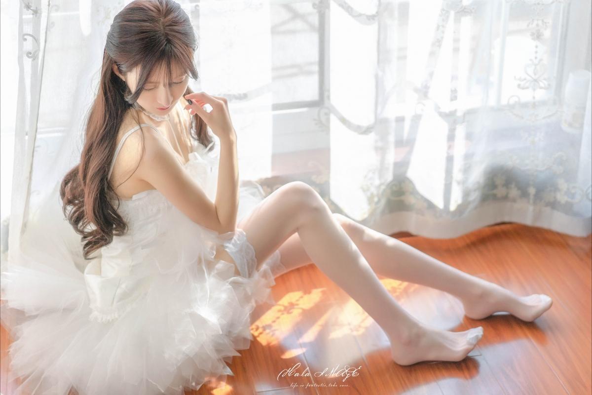 白色婚纱裙子 白色丝袜美腿美女4k壁纸插图