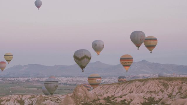 土耳其卡帕多西亚热气球浪漫风景插图6