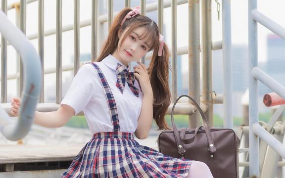 可爱双马尾礼服少女放学后写真插图2