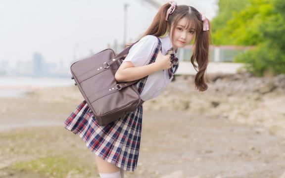 可爱双马尾礼服少女放学后写真插图3