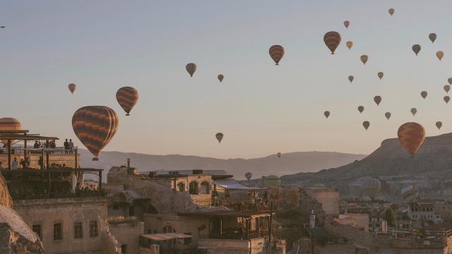 土耳其卡帕多西亚热气球浪漫风景插图3