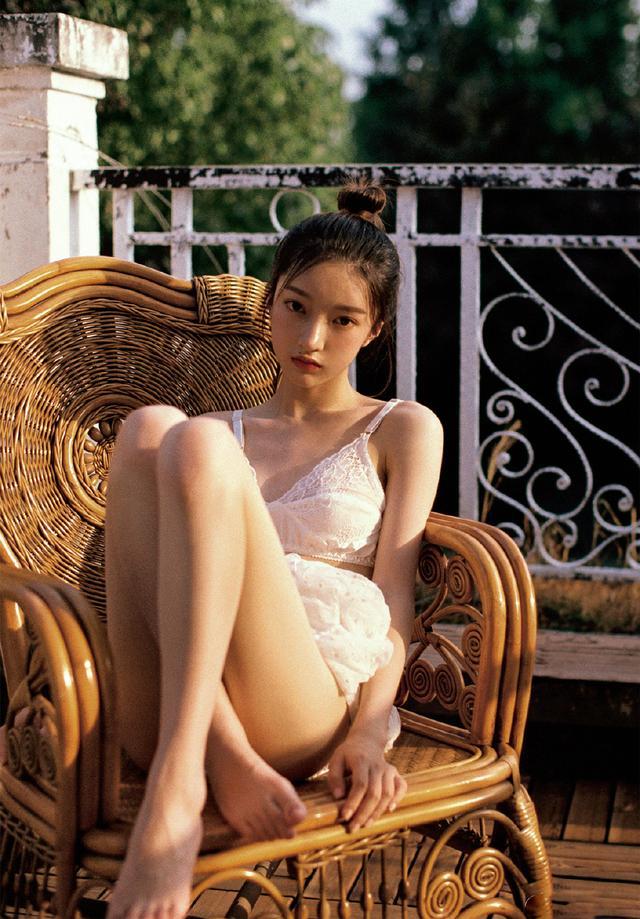 极品美女透视蕾丝清凉诱惑写真插图2