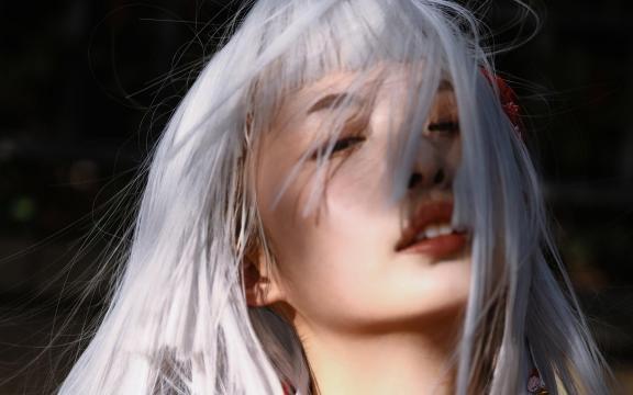 凄美和服白髮玉人妖艷嬌媚戶外寫真插图2