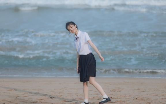日系元氣少女海邊唯美可愛門生禮服寫真插图1
