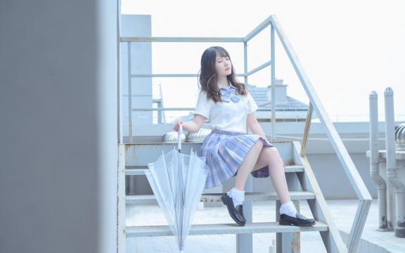 日系纯洁jk礼服少女天台甜蜜可爱写真插图3