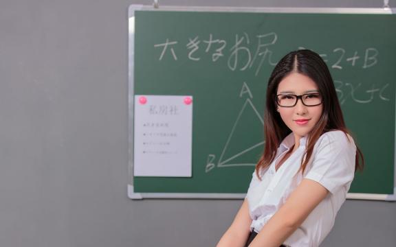 性感美艳的日本美女教师插图7