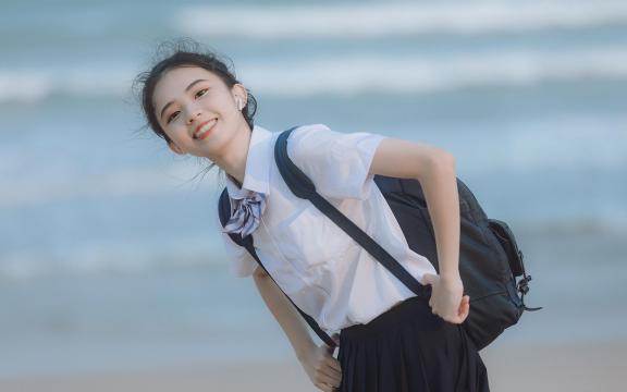 日系元氣少女海邊唯美可愛門生禮服寫真插图3