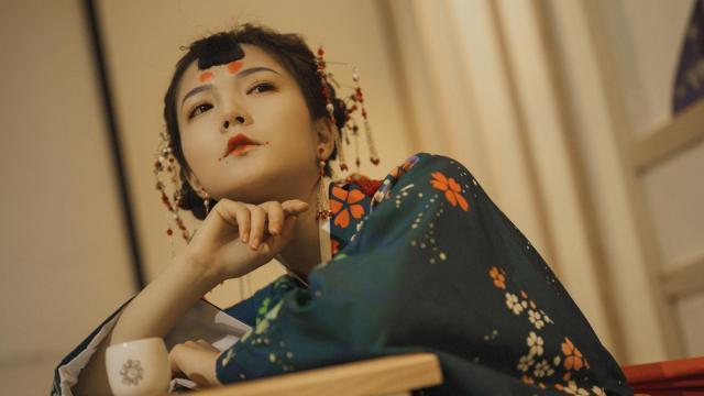 性感诱人的日本和服妹子室内私房照插图3