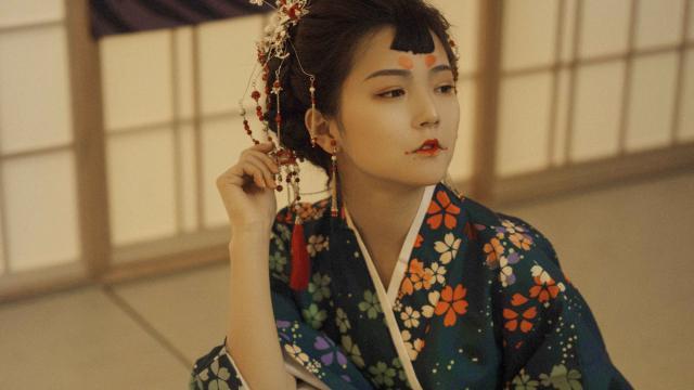 性感诱人的日本和服妹子室内私房照插图7