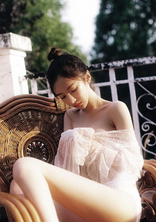 极品美女透视蕾丝清凉诱惑写真插图