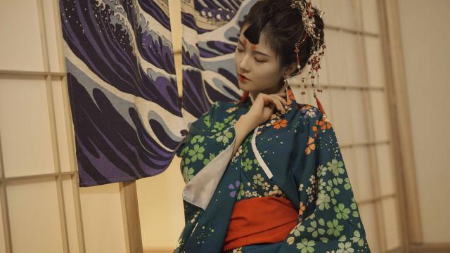 性感诱人的日本和服妹子室内私房照插图4