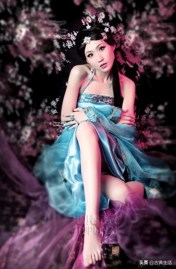 妩媚妖艳的装小美女写真插图1