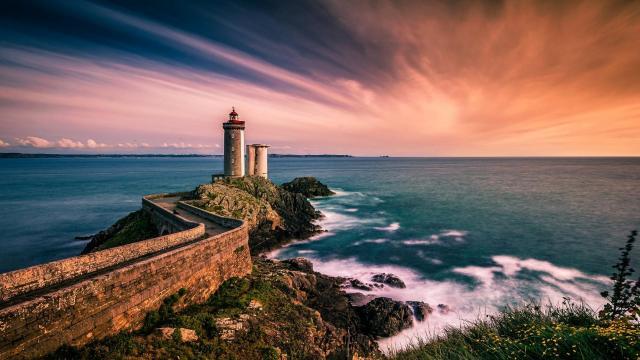 优美的灯塔风光景色图片插图6